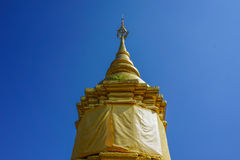 一座巨大的金黄塔 免版税库存图片