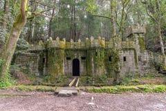 一座微小的被放弃的城堡- Cangas,西班牙 免版税库存图片