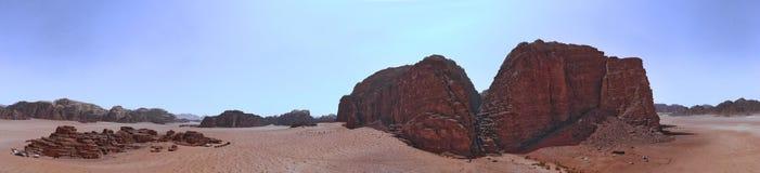 一座整体山的高分辨率空中照片综合全景在瓦地伦沙漠储备的中心地区  免版税库存图片