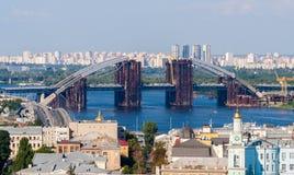 一座新的桥梁的建筑 免版税库存照片
