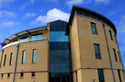 一座新的现代办公楼的外部 免版税库存照片