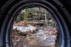 一座木走道和桥梁 库存图片