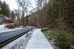 一座木走道和桥梁 库存照片
