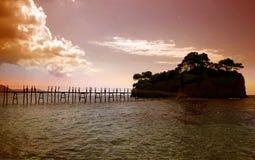 一座桥梁到有浮雕的贝壳海岛在扎金索斯州 免版税库存图片