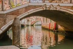 一座桥梁在威尼斯意大利 免版税库存图片