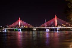 一座桥梁在广州,中国 它` s叫海氏海氏桥梁 它` s夜视图 免版税库存照片