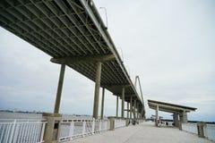 一座桥梁在查尔斯顿 免版税图库摄影