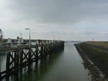 一座桥梁在港口 免版税库存照片