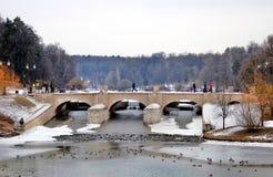 一座桥梁在Tsaritsyno公园在莫斯科 库存图片