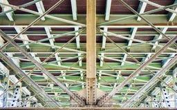 一座桥梁的下面在俄勒冈 免版税库存照片