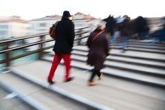一座桥梁的人们在威尼斯 图库摄影