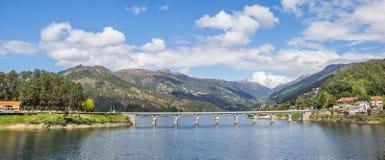 一座桥梁的全景在Peneda Geres国家公园 库存图片