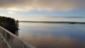 一座桥梁的大湖在向sysma芬兰的路 免版税库存照片