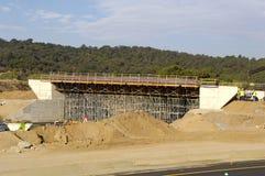 一座桥梁的建筑在高速公路的 库存图片