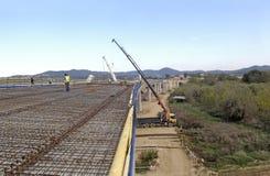 一座桥梁的建筑在高速公路的 免版税图库摄影