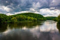从一座桥梁看见的特拉华河在Belvidere,新泽西 库存图片