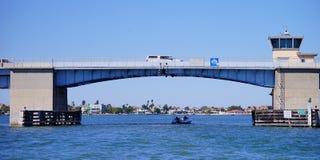 一座桥梁 免版税库存照片