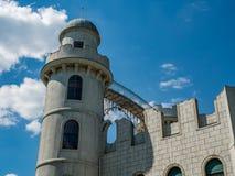 一座浪漫城堡的塔 免版税库存照片