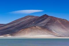 一座湖和山在Los佛拉明柯舞曲国家储备 免版税图库摄影