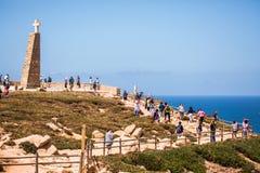 一座灯塔的好的看法有海洋的在葡萄牙 库存图片
