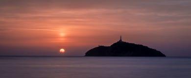 一座灯塔的日落视图在海岛-圣玛尔塔,哥伦比亚 库存照片