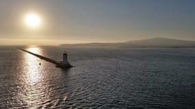 一座灯塔的风景在日落的 库存照片