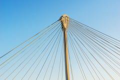 一座缆绳被停留的桥梁的结构的细节 库存图片