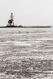 一座美丽的海滩和灯塔在日出(Marken Netherla 免版税库存图片