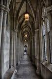 一座老中世纪城堡的走廊 免版税图库摄影