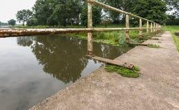 一座老和被放弃的桥梁的细节 库存图片