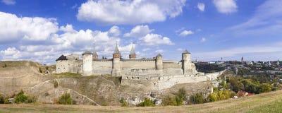 一座老城堡的全景在Kamenetz波多尔斯基,乌克兰, 图库摄影