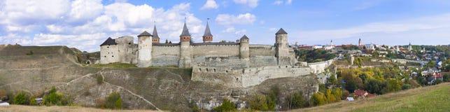 一座老城堡的全景在Kamenetz波多尔斯基,乌克兰 图库摄影