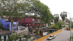 一座著名桥梁的风景看法告诉了叹气的普恩特de los Suspiros Bridge, Barranco,利马 免版税库存照片
