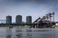 一座被轰炸的多瑙河桥梁的废墟在塞尔维亚 免版税图库摄影