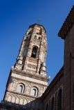 一座钟楼的低角度视图反对蓝天的 免版税库存照片