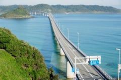 一座长和美丽的桥梁在下关,山口县,日本 免版税库存照片