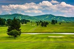 一座高尔夫球场和遥远的山的看法在迦南谷Sta 免版税库存照片