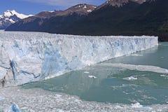 一座高山冰川的倾斜看法 免版税图库摄影