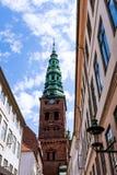 一座高钟楼,教会在哥本哈根,丹麦 免版税库存图片