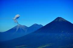 从一座活火山的烟在尼加拉瓜 库存照片