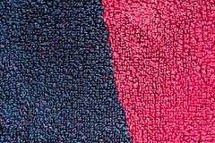 一张半红色和半黑色地毯的织地不很细照片 特写镜头 库存照片