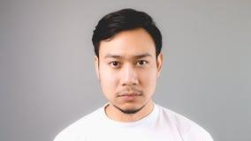 一张困不显现表情的脸 免版税库存照片