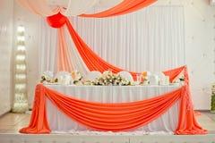 一张婚礼桌的装饰元素在婚礼宴会的 图库摄影