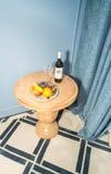 一张客人桌在一个标准单人房间在五星旅馆里在Kranevo,保加利亚 库存图片