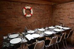 一张桌在餐馆 免版税库存照片