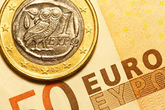 一张欧洲希腊硬币和50欧元钞票 库存照片