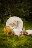 一张照片写真的婚礼装饰仿照破旧的池氏样式 库存图片