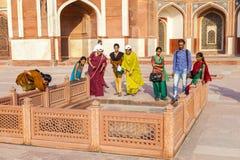 一张照片的印地安游人姿势在 免版税库存图片