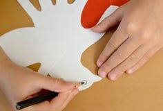 一张礼品券华伦泰` s天卡片的生产与鸽子的 ste 库存图片