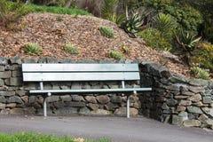 一张空的公园长椅 免版税库存图片